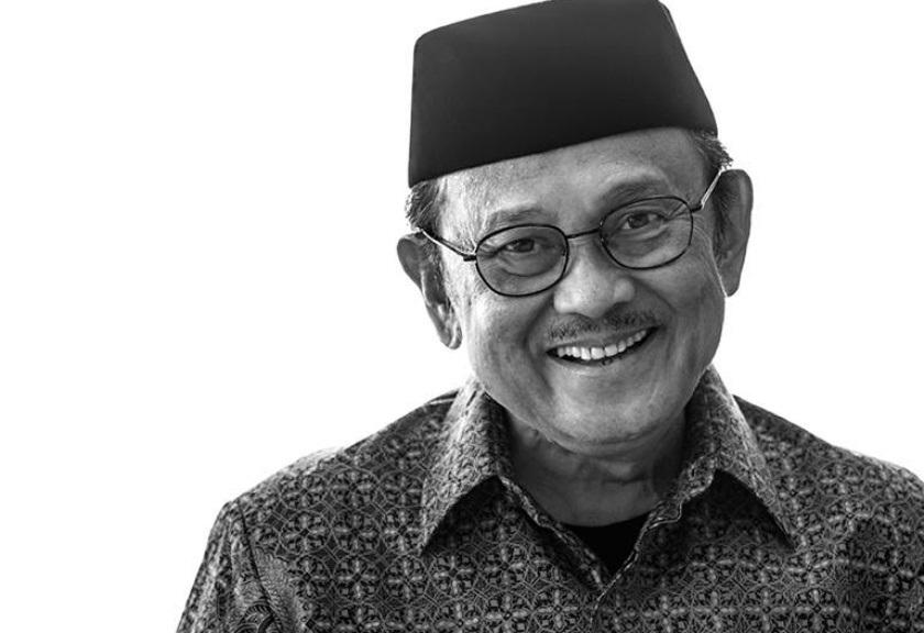 Photo of Biografi BJ Habibie, Sang Presiden Ahli Pesawat Terbang yang Visioner (INFOGRAFIS)