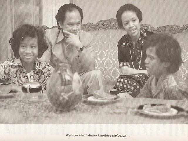 BJ Habibie dan Keluarga. Sumber Brilio