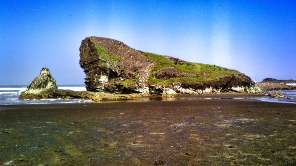 Pulau Nusa Manuk. Sumber: blogspot.com