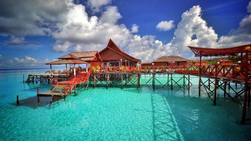 Pulau Maratua, Kaltim. Sumber: ksmtour.com