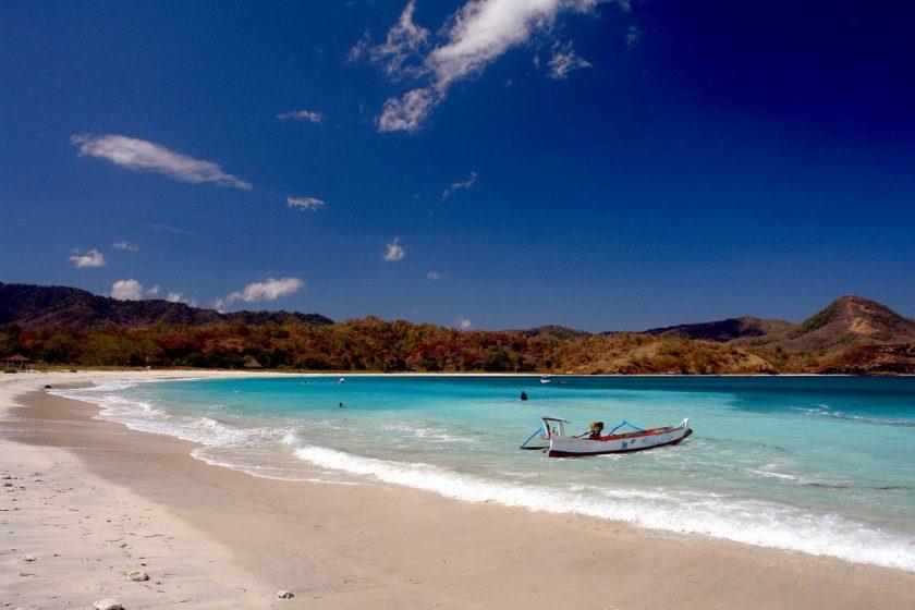 Photo of 6 Destinasi Wisata Pantai Pulau Sumbawa yang Wajib Kamu Kunjungi