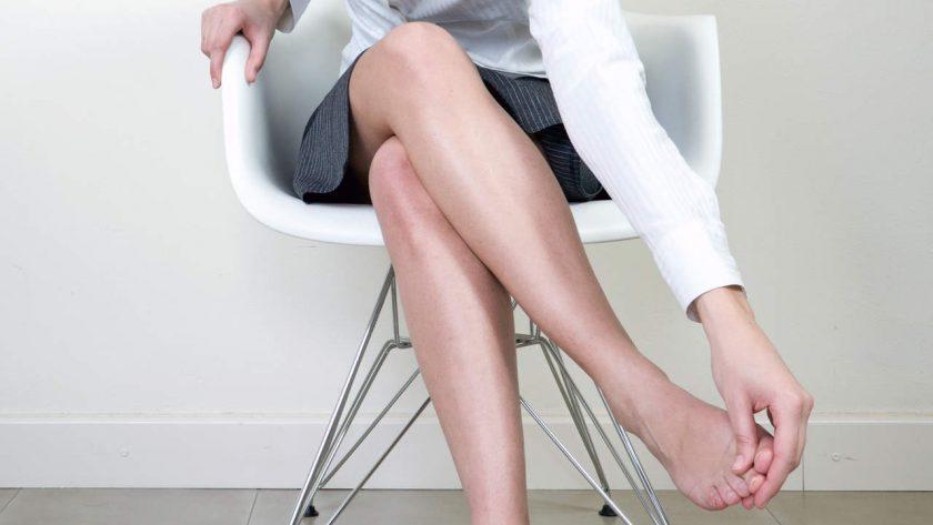 Pembengkakan pada kaki dapat menjadi pertanda gangguan ginjal