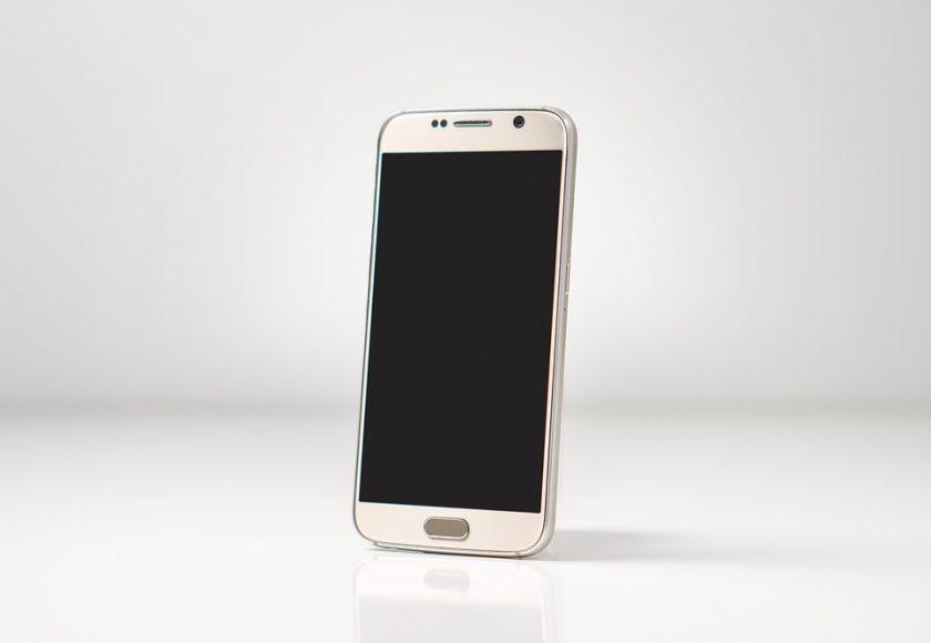 11 Percobaan yang Membahayakan Handphone.