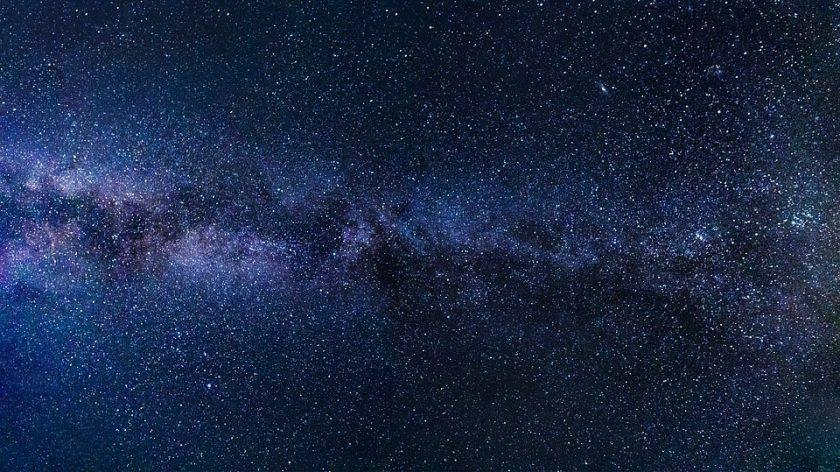 Kenapa luar angkasa itu gelap?