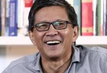 Photo of Biodata Rocky Gerung: Pengamat Politik yang Cuitannya Selalu Kontroversial