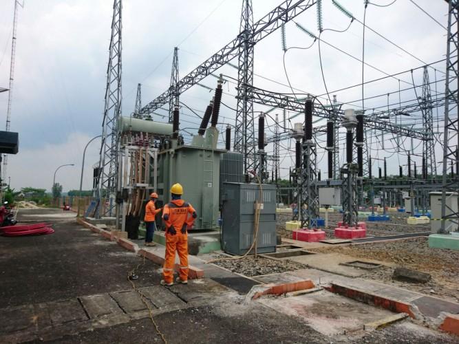 PLN Memulihkan Listrik ke Sebagian Besar Jakarta dan Banten. Sumber Foto: lampost